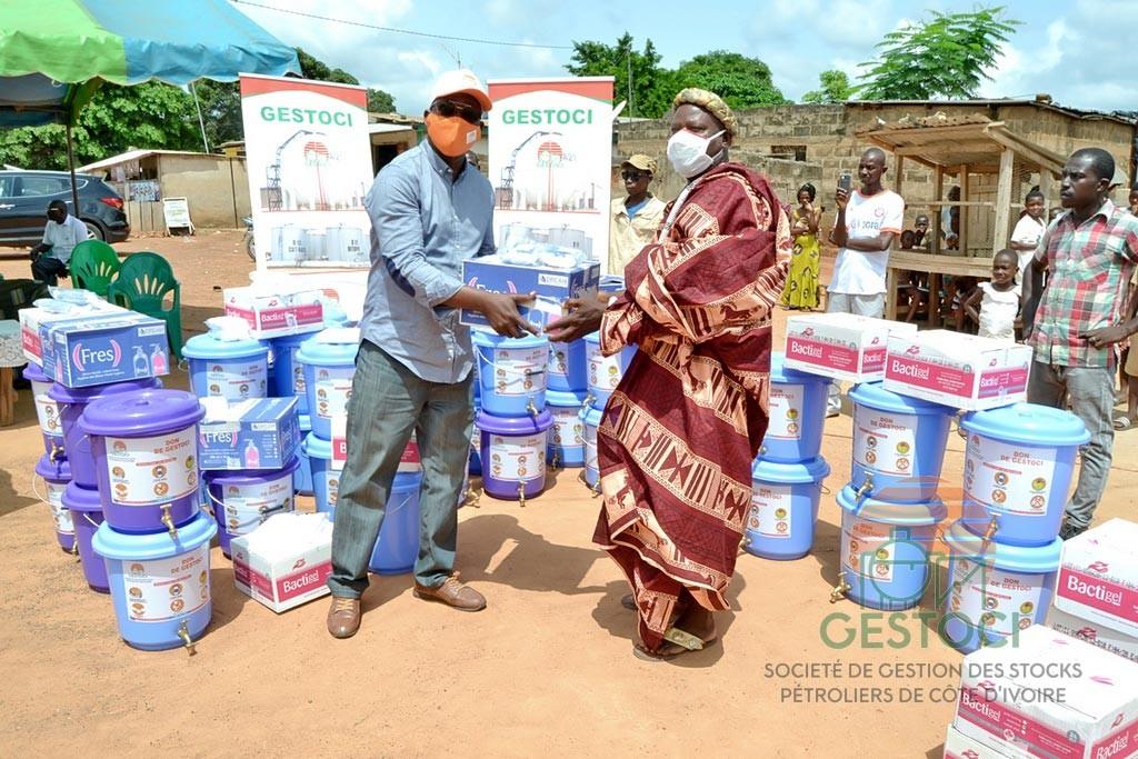 Solidarité Covid-19 : Six villages voisins du dépôt de GESTOCI Yamoussoukro reçoivent 1000 kits d'hygiène de la Direction Générale